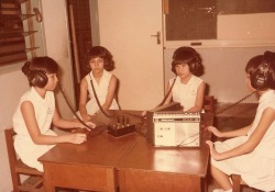 School History 1972, listening post in English lesson